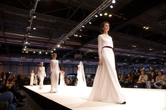 Desfile de modelos en vestido de novia