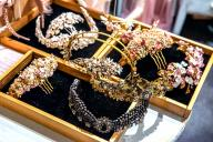 Rings and exclusive jewelry for weddings and celebrations