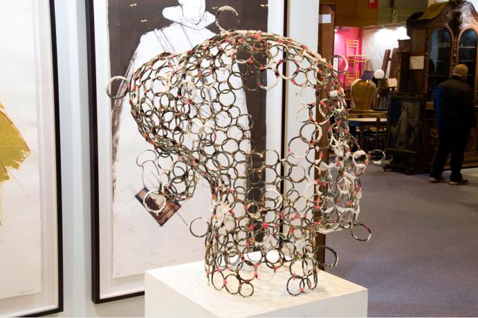 escultura de arte representando una cabeza de mujer