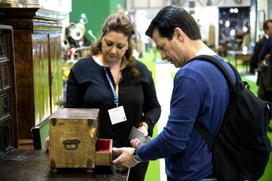 cajón de madera en exposición