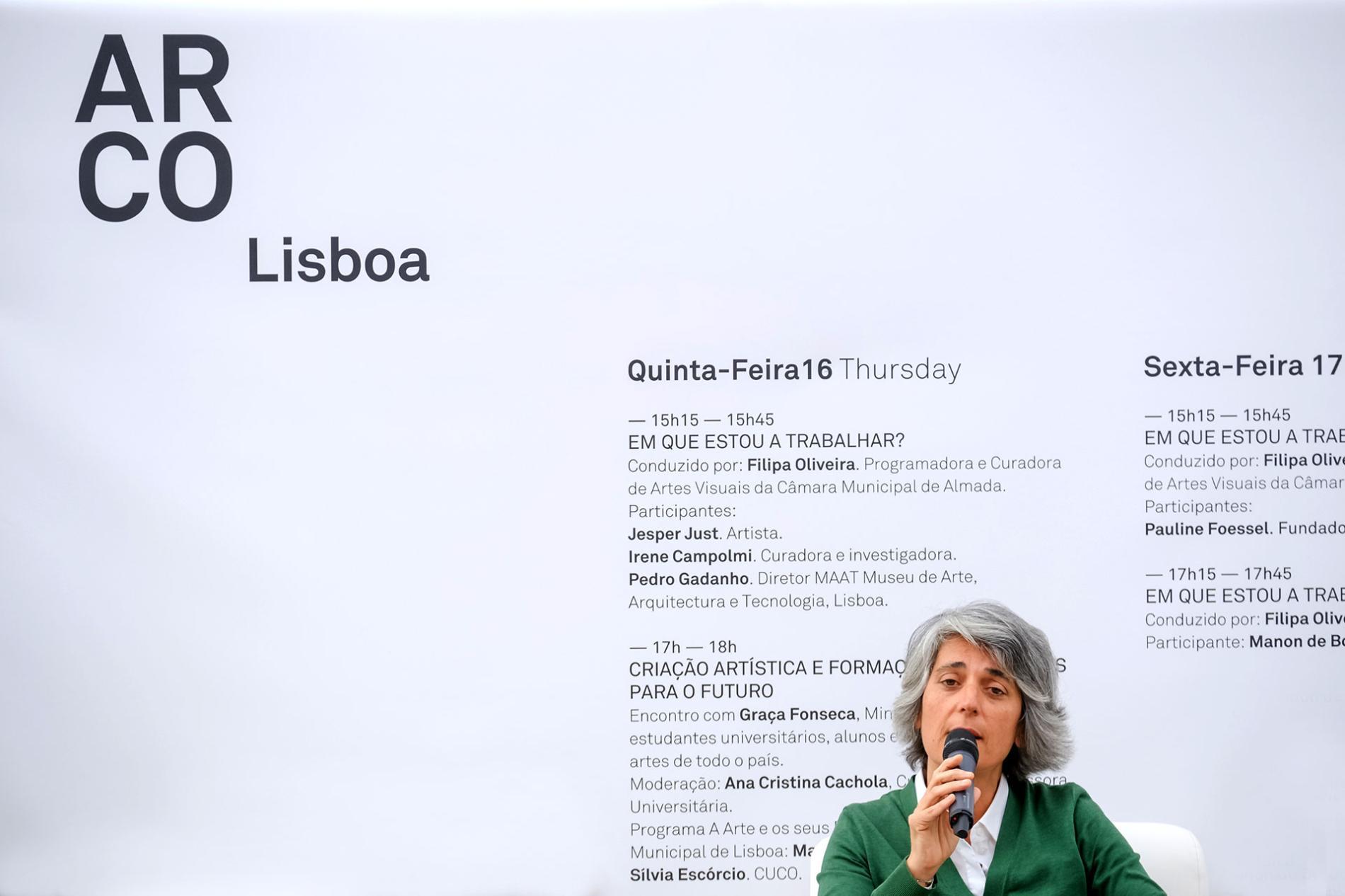Ponente hablando durante la exposición