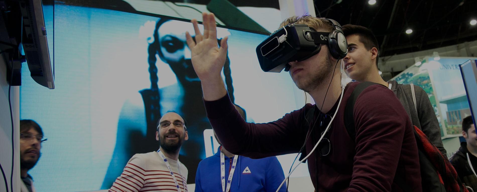 niño probando gafas de realidad virtual