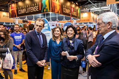 Ministros de Educación y Ciencia inaugurando la feria
