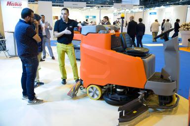 Exhibitor showing cleaning machine