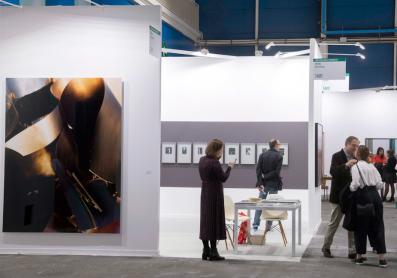 gallery stand