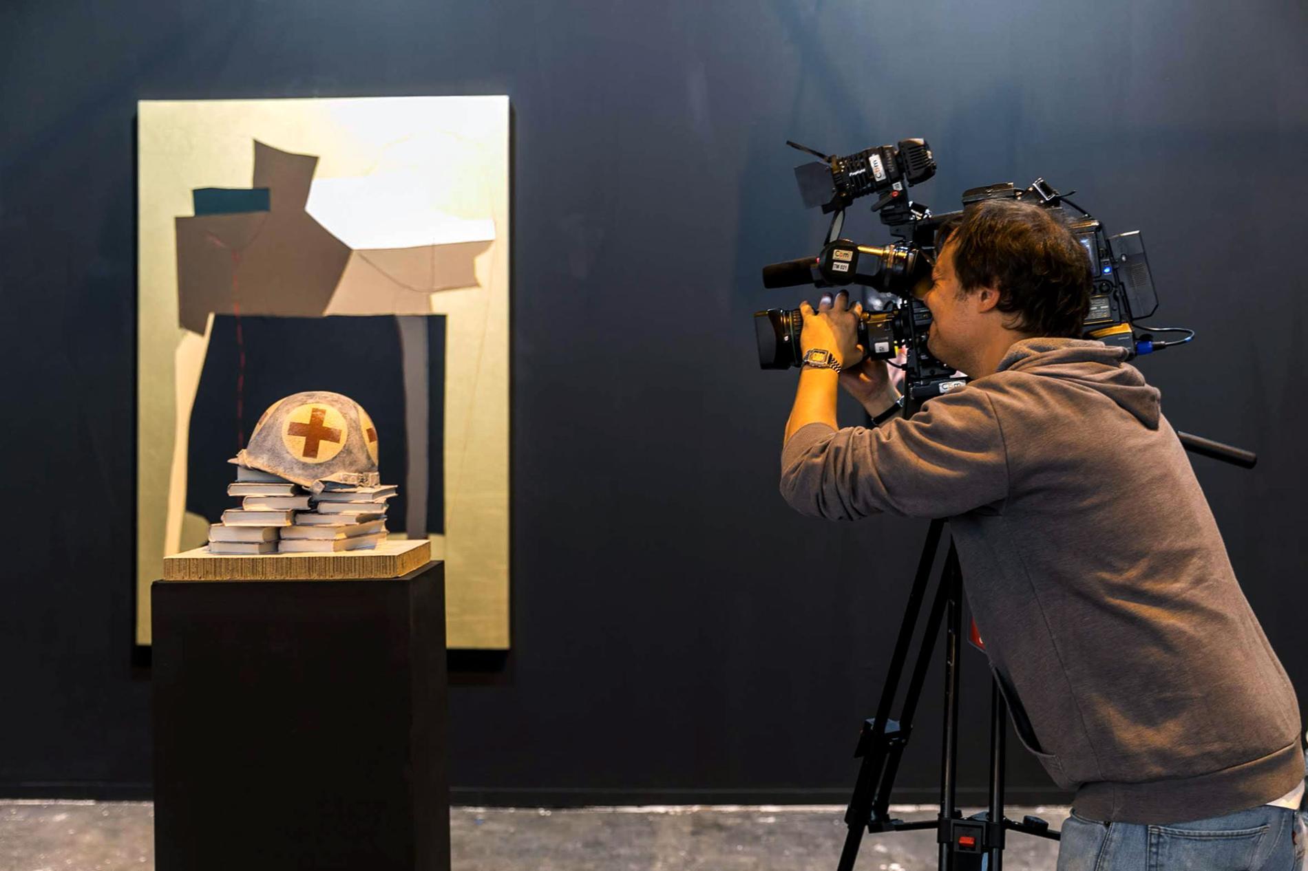 photographer immortalizing the fair