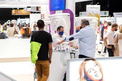 Expositor realizando una demostración