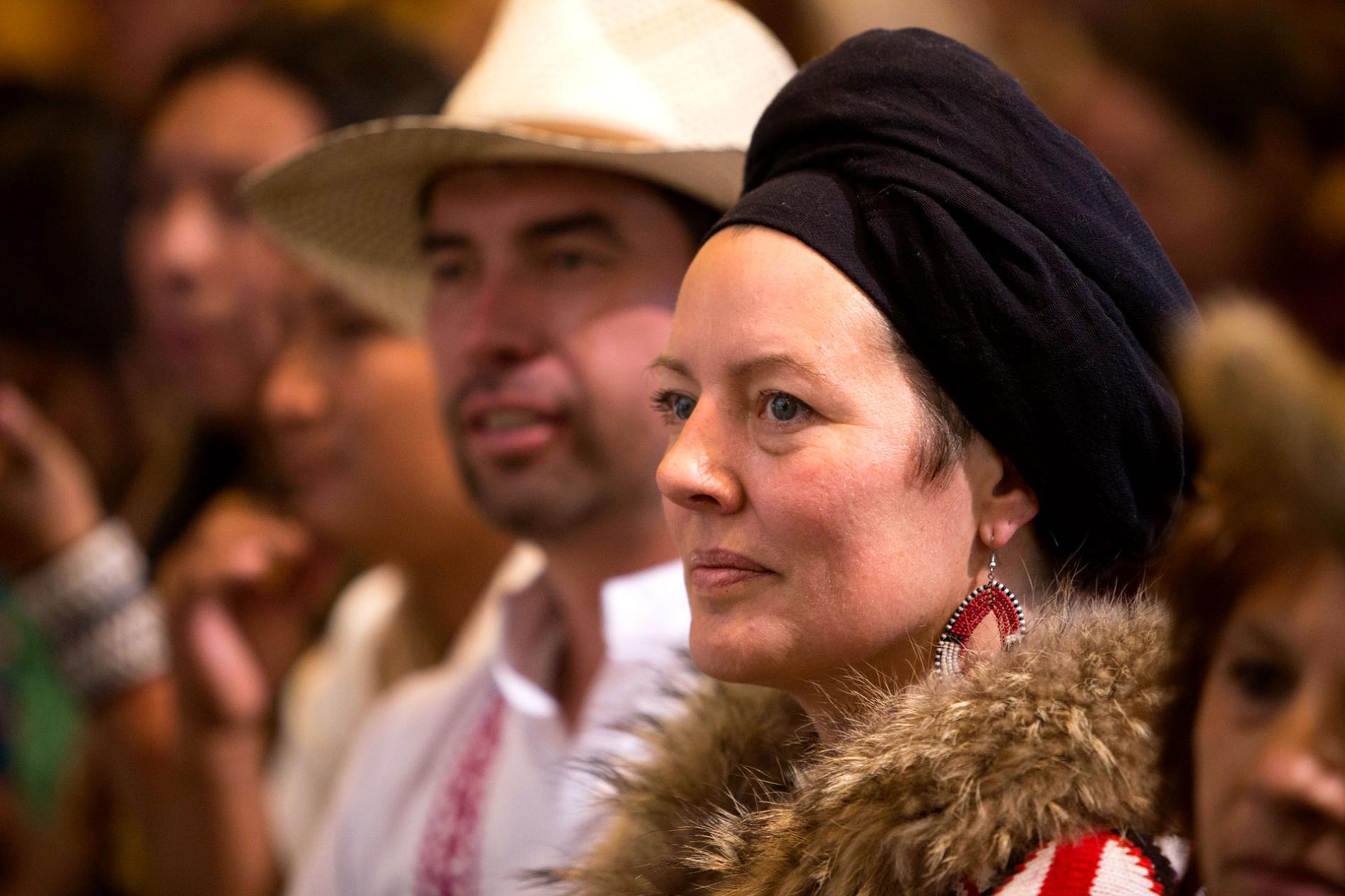 Mujer con vestimenta hindú