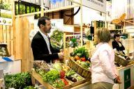 stand con verduras y hortalizas