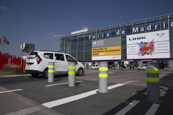 Pilonas de seguridad instaladas en el acceso Sur a Feria de Madrid