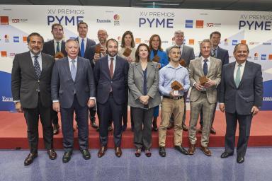 Autoridades y galardonados en los Premios PYME 2019