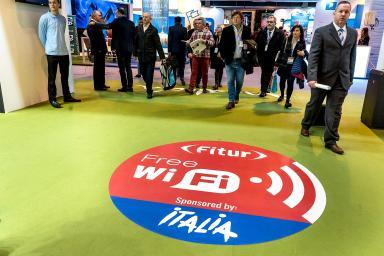 Pegatina en el suelo anuncio wifi gratis