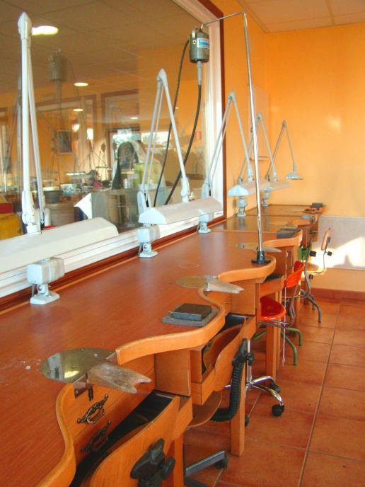 Los estudios oficiales de joyería que se imparten en Vigo presentes en Madr