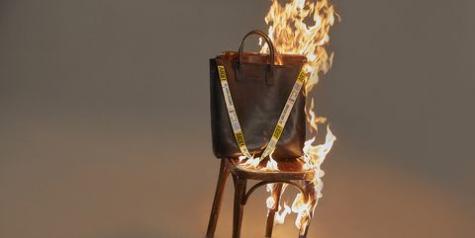 bolso ardiendo colección Ana Loking Arde Madrid