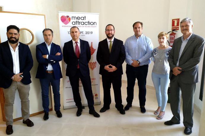 Representantes y autoridades apoyando al sector ibérico de Guijuelo