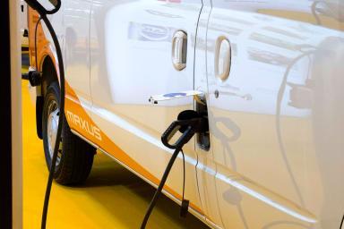 Manguera de gasolina en un coche
