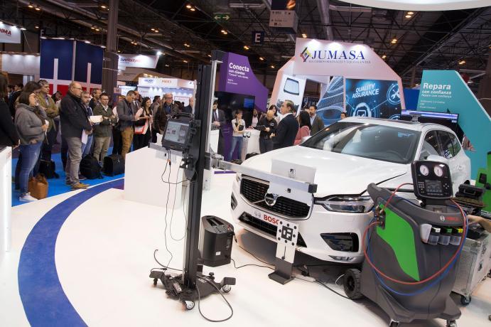 Presentación ante el público de nuevas tecnologías para la revisión de vehículos