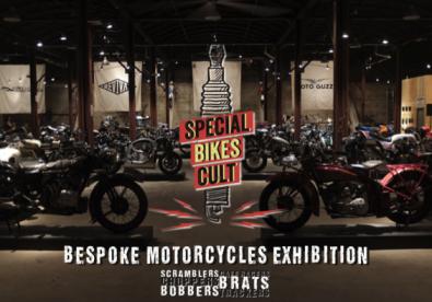 Varias motos en un garaje