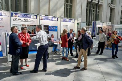 Expositores y visitantes rehabitar Madrid