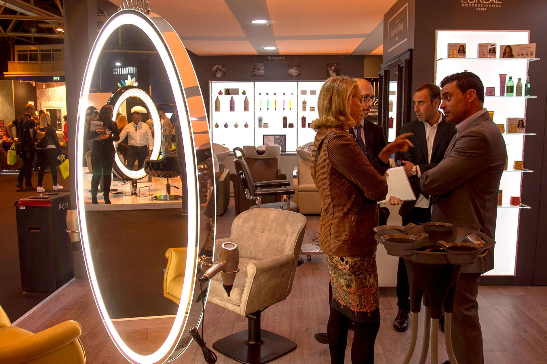 mirror with light for hairdressing