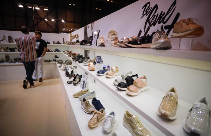 Stand de zapatos en Shoesroom by MOMAD