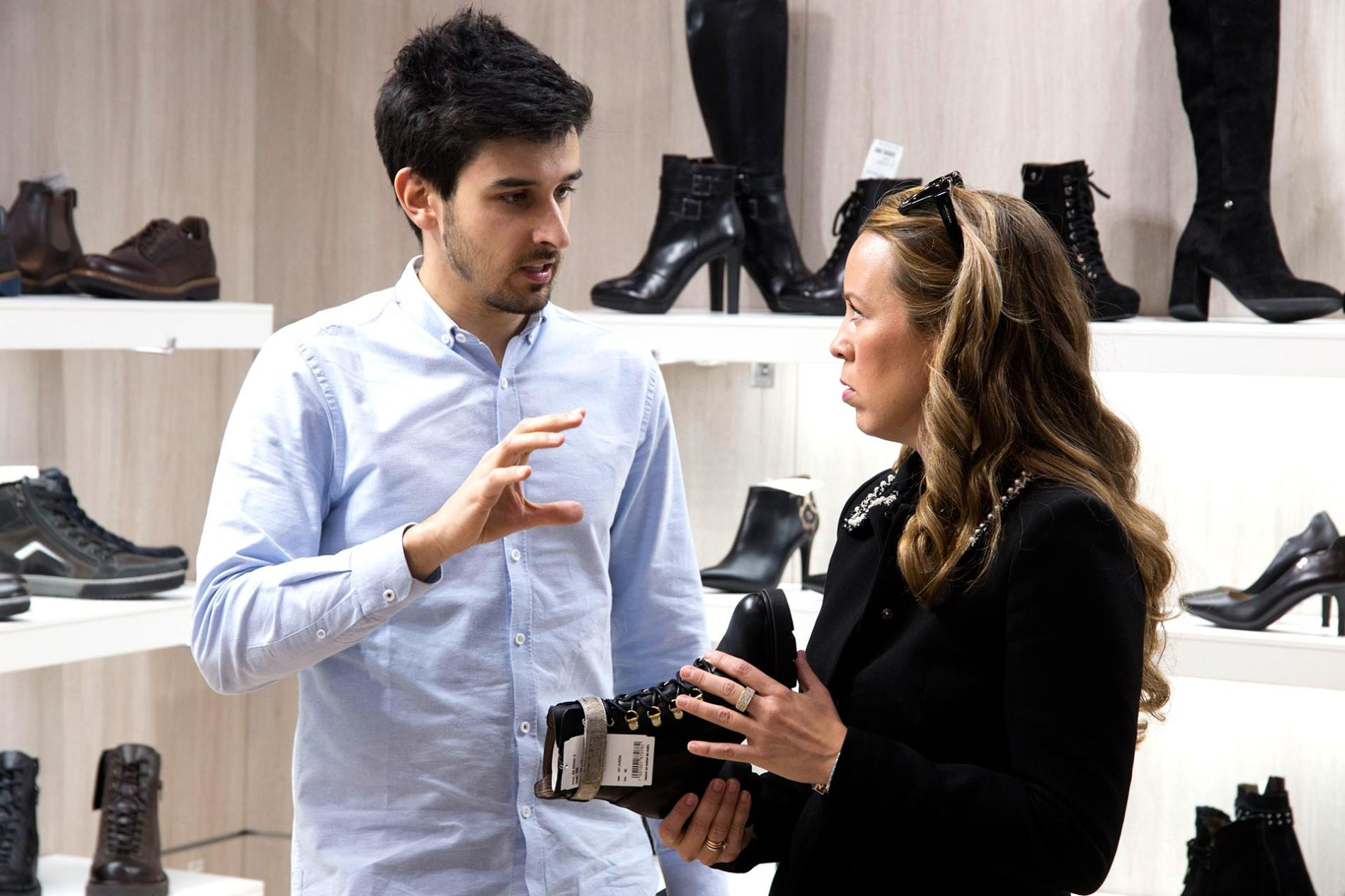 Expositor de Shoesroom by MOMAD