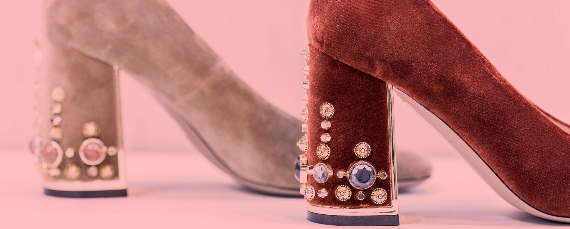 Zapatos de tacón en colores marrones
