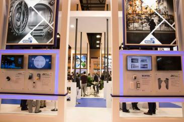 Imagen de un stand en SICUR con soluciones tecnológicas en seguridad