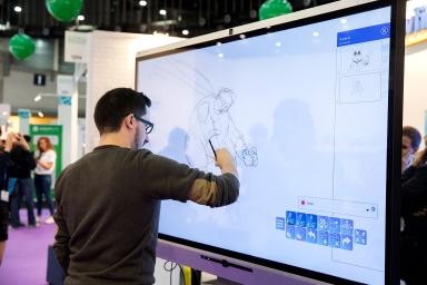 Drawing on an interactive screen