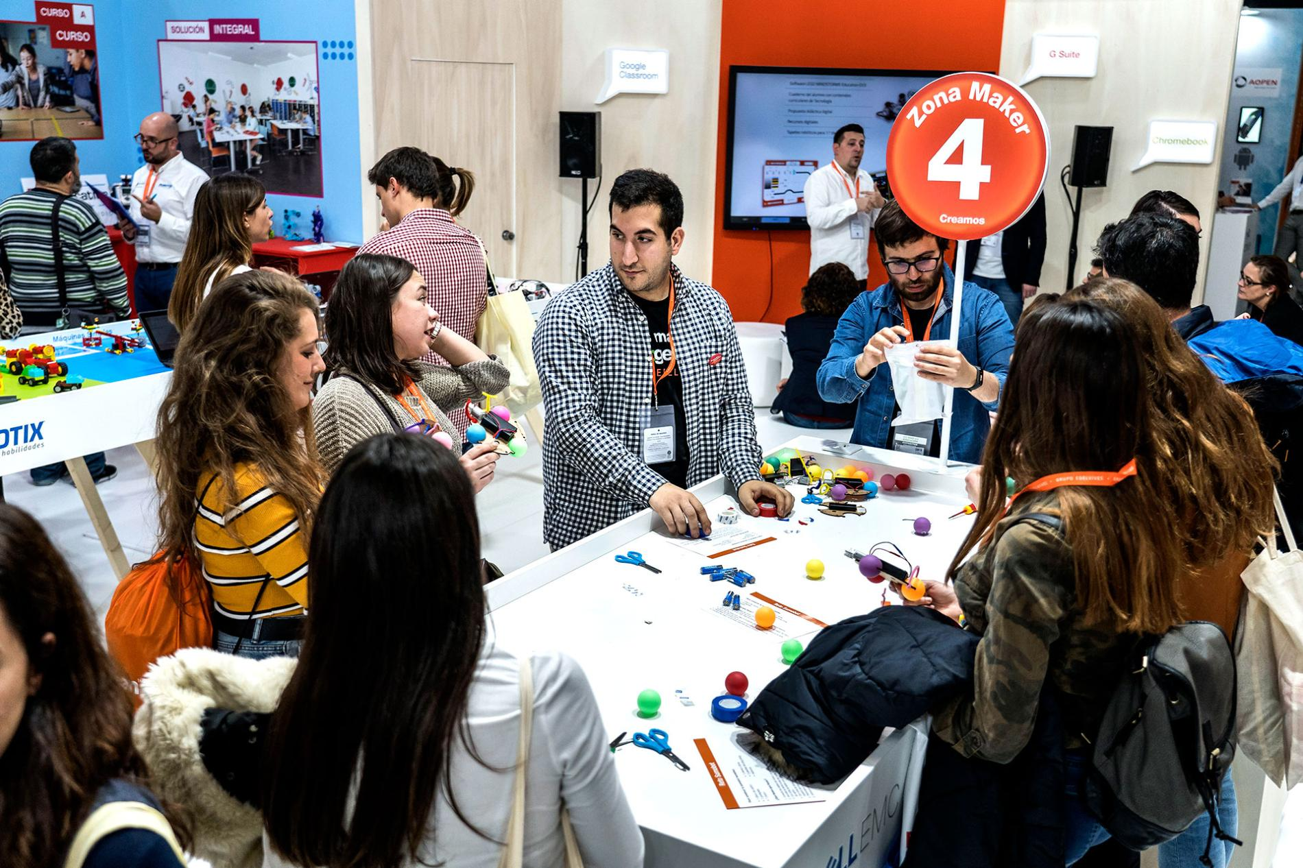 Workshop with exhibitors and visitors