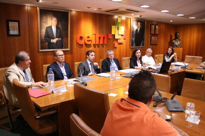 Asistentes a la jornada de FIMPA sobre el plan renove