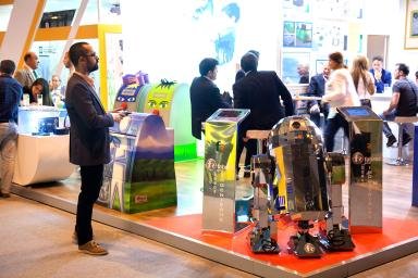 stand con robot