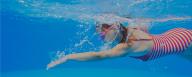 Chica nadando