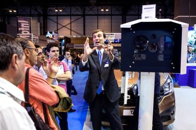 Professional of the fair explaining one of the technological devices