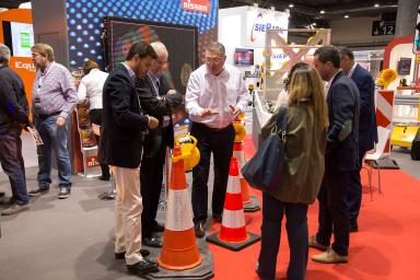 TRAFIC professionals with traffic cones