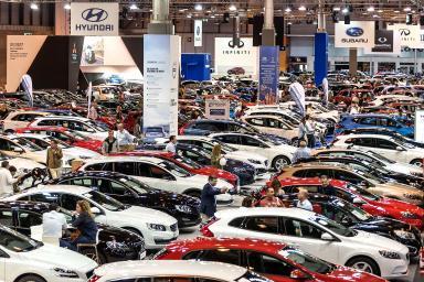 conjunto de coches expuestos