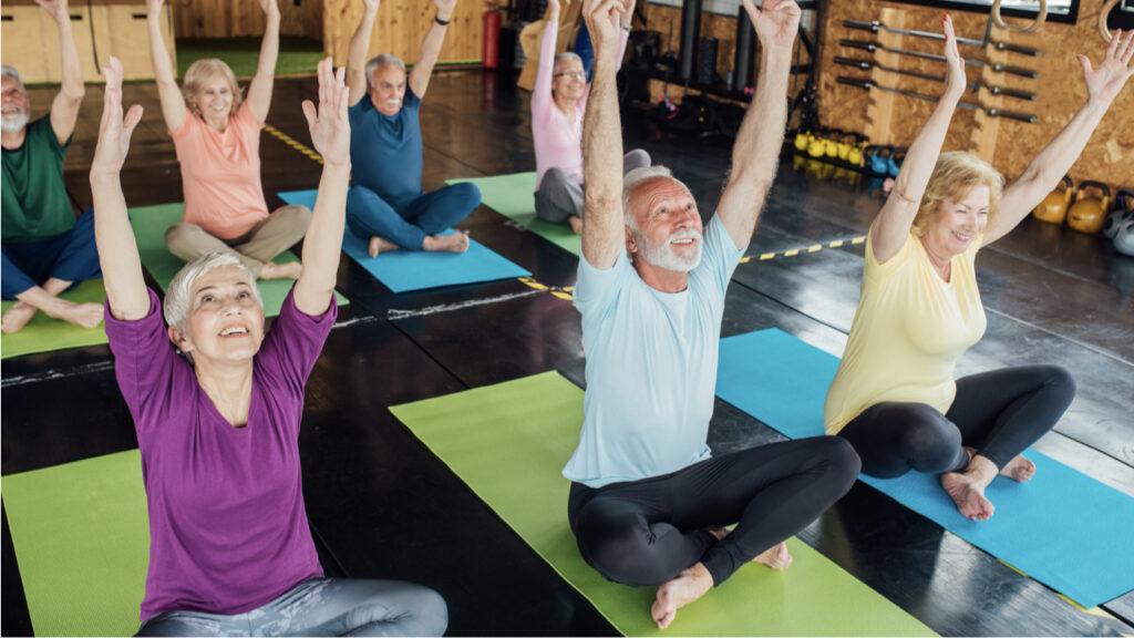Yoga en casa a partir de los 50 años: ¿te conviene?
