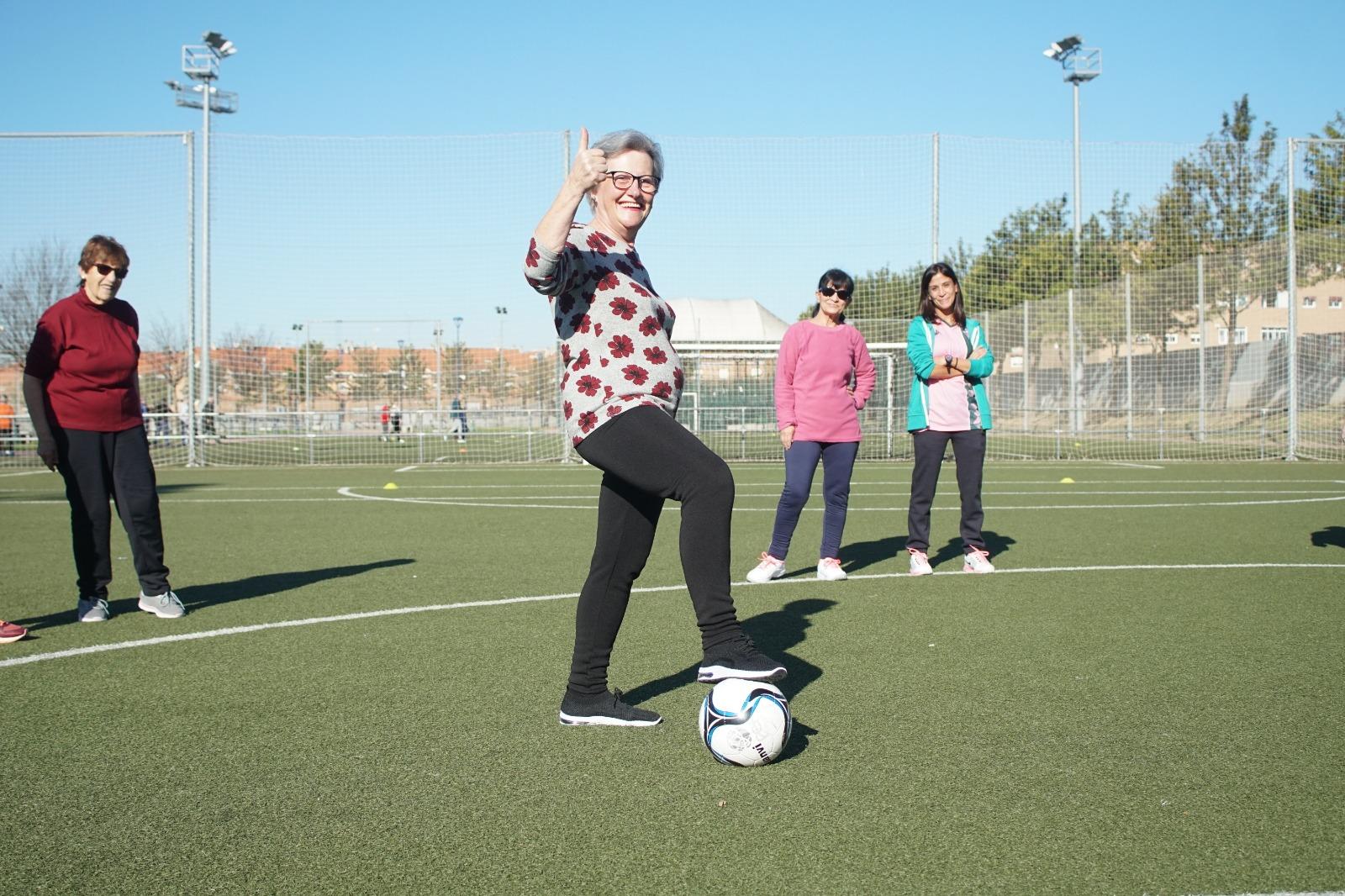 Gente sénior haciendo deporte