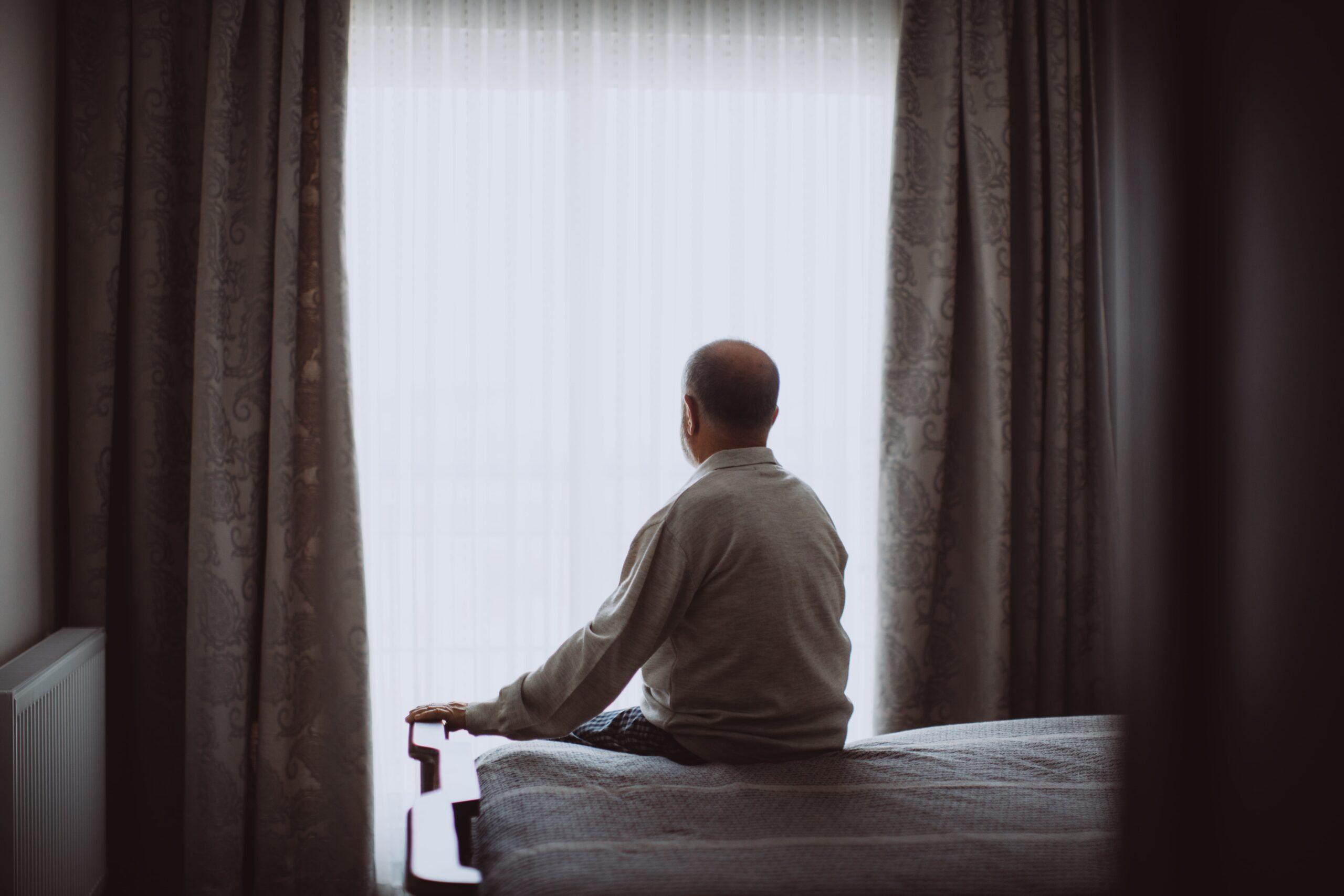 Hombre edad Silver soledad
