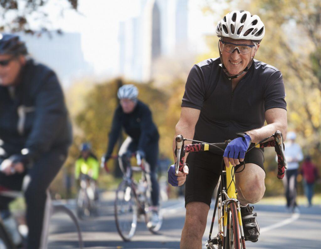 Cómo recorrer kilómetros en bicicleta sin tener que preocuparte por la espalda