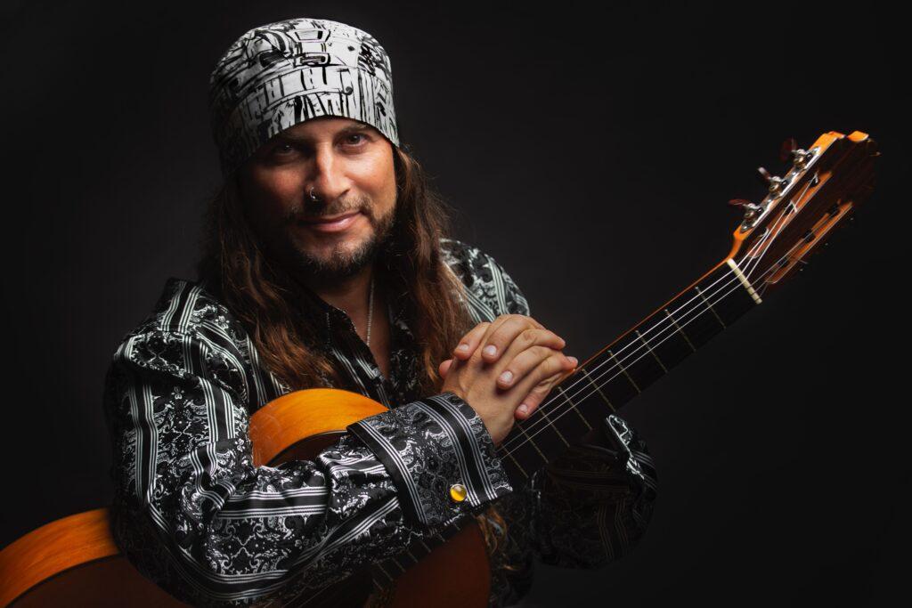 Un viaje musical por Andalucía, con la guitarra de El Amir en Flamenco Real